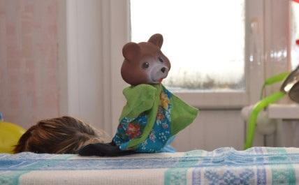 Мишка поздравляет ребенка с денм ождения 2 года