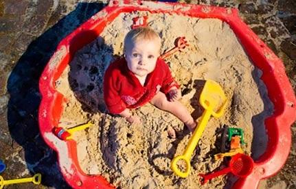 Развивающие игры для малышей в песчнице