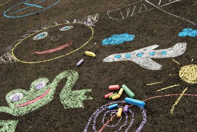 Играем: русуем на асфальте с детьми