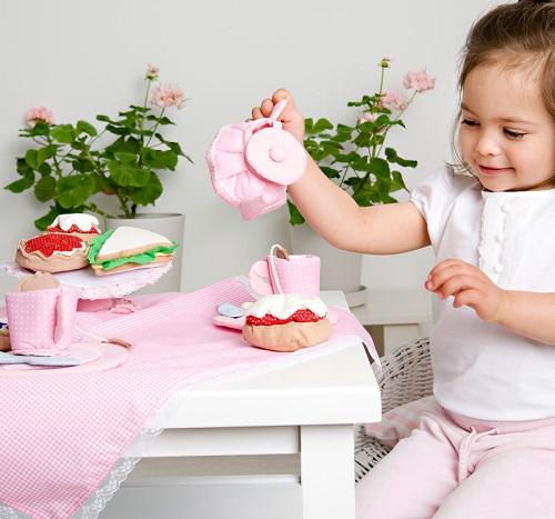 Игра с малышом в чаепитие