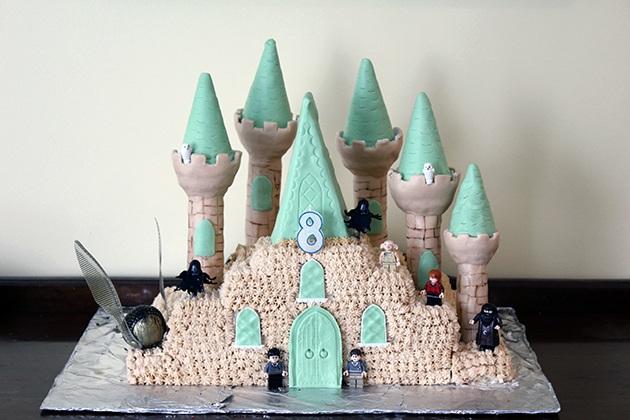 Торт в виде замка Хогвартс