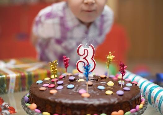 3 года - задуваем 3 свечи на тортике